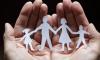 «Ψαλίδι» στα οικογενειακά επιδόματα