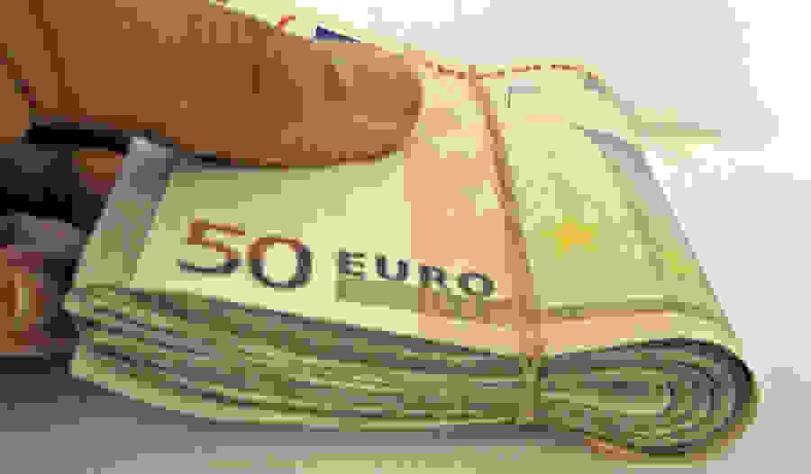 Στα στρώματα 28 δισ. ευρώ