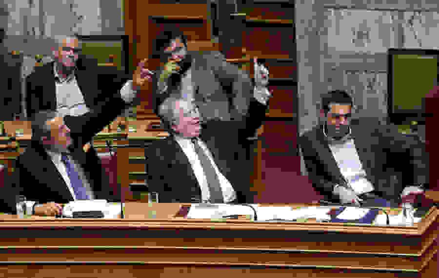 FAZ: Χρηματίστηκαν βουλευτές στα Σκόπια από το ελληνικό υπουργείο Εξωτερικών;