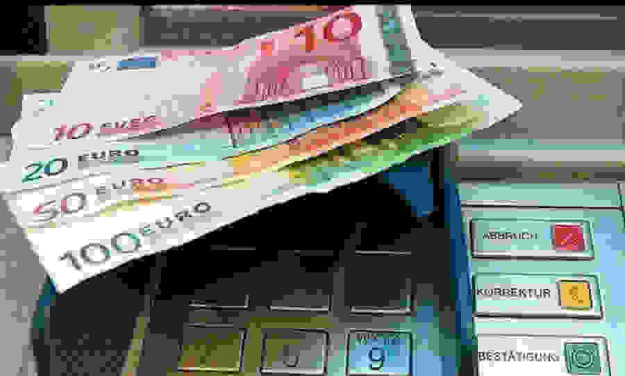 Capital controls: Έρχονται αλλαγές – Τι θα ισχύει για τις αναλήψεις