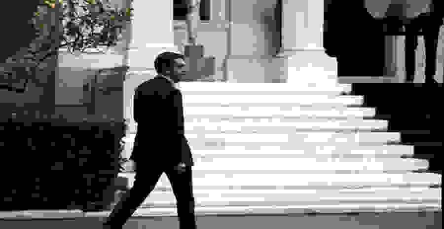 Ξεκίνησε η αμφισβήτηση σε Τσίπρα: Μαχαιριές και αλληλοκαρφώματα
