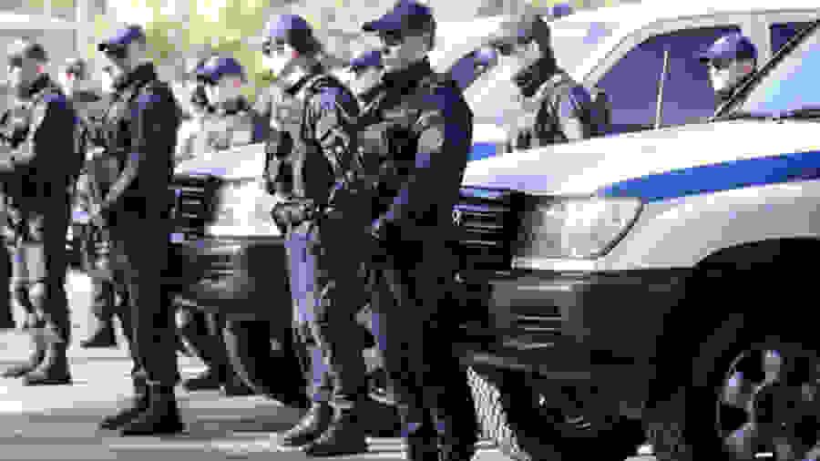 Κομάντο της αστυνομίας στο κέντρο της Αθήνας – Με βαρύ οπλισμό περιπολούν τουριστικά σημεία