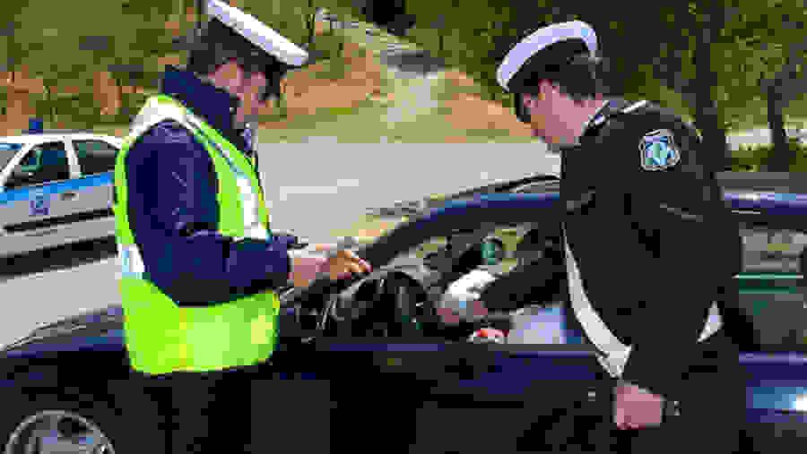 Νέο κύμα ελέγχων για ανασφάλιστα οχήματα – Ποιοι θα χάσουν δίπλωμα και θα πληρώσουν πρόστιμο