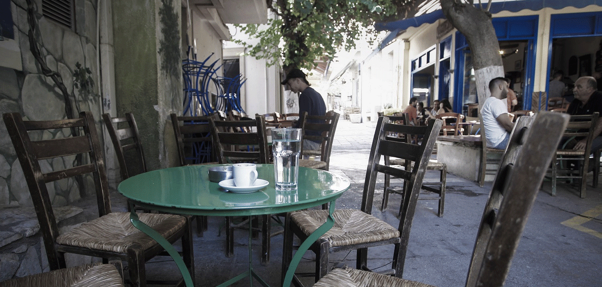Τη μείωση 40% στα ενοίκια των καφέ - εστιατορίων για τρεις ακόμη μήνες εξετάζει το ΥΠΟΙΚ