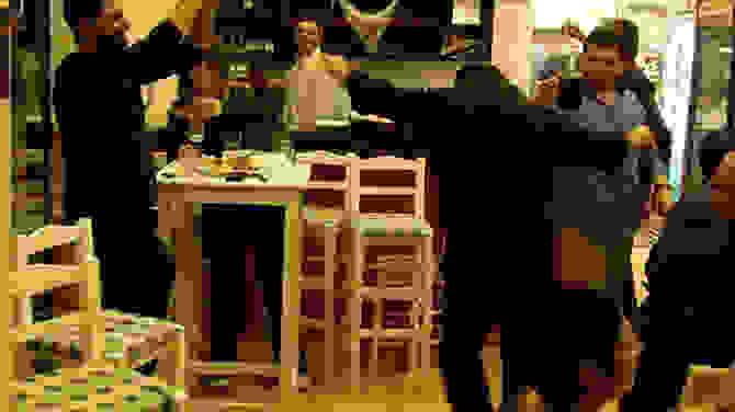 ΟΙ ΖΕΪΜΠΕΚΙΕΣ ΤΟΥ ΥΠΟΥΡΓΟΥ – Ποιος πολιτικός καταχειροκροτήθηκε για τις χορευτικές του ικανότητες (βίντεο)