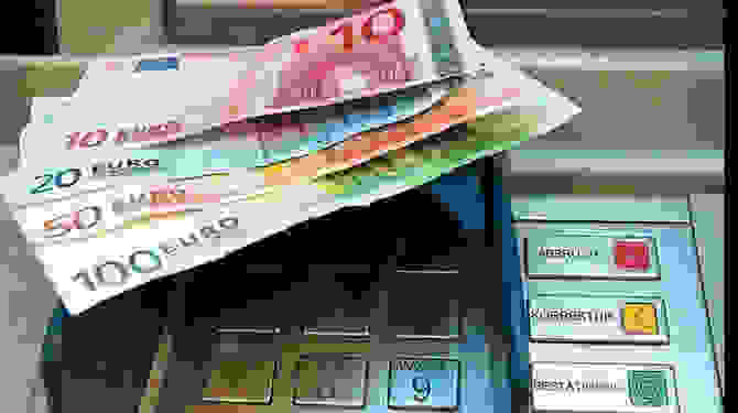 ΕΠΙΣΤΡΕΦΟΥΝ ΤΑ «ΑΥΣΤΗΡΑ» CAPITAL CONTROLS; Ορατός ο κίνδυνος μείωσης των αναλήψεων από τους τραπεζικούς λογαριασμούς