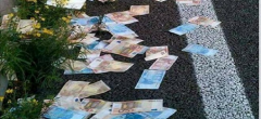 «Έβρεξε» χαρτονομίσματα στην Πατρών – Κορίνθου – Η αντίδραση των οδηγών (ΕΙΚΟΝΕΣ)