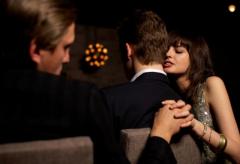 Έρευνα: Στα πόσα χρόνια σχέσης αρχίζει η γυναίκα να… ξενοκοιτά;