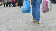 Ποιες είναι οι υποχρεώσεις των επιχειρήσεων από το τέλος για τις πλαστικές σακούλες
