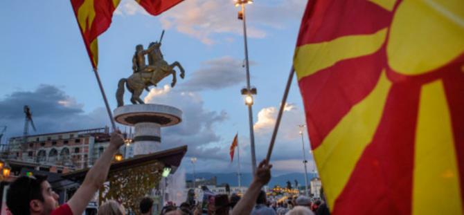 «Εμφύλιος» Στην ΠΓΔΜ Για Την Ονομασία