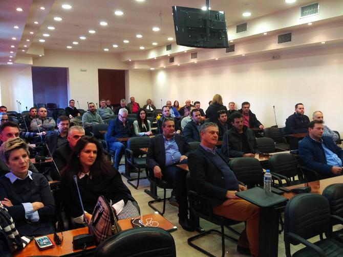 Διευρυμένη σύσκεψη στο Επιμελητήριο Ημαθίας, παρουσία εκπροσώπων του Μολβαδικού και του Ελληνοϊταλικού Επιμελητηρίου, με πρωτοβουλία του αντιπεριφερειάρχη Κώστα Καλαϊτζίδη