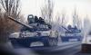 Ρωσικά άρματα μάχης κατευθύνονται προς τα σύνορα με την Ουκρανία