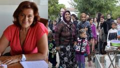 Η Θεανώ φέρνει τους Ρομά στην πόρτα μας! Μοιράζει επιδόματα, ανοίγει τα σχολεία, δίνει δωρεάν ρεύμα και νερό και φτιάχνει πρότυπους οικισμούς μέσα στην πόλη