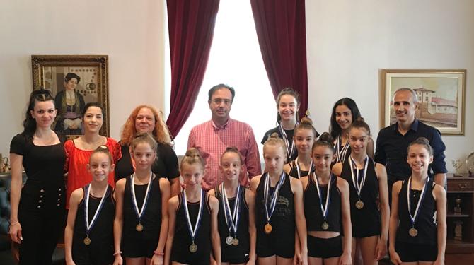 Αθλήτριες της Ρυθμικής Γυμναστικής του Φιλίππου στο Δήμαρχο Βέροιας