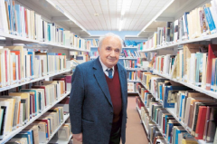 Η Δημόσια Κεντρική Βιβλιοθήκη Βέροιας ευχαριστεί τον Γεώργιο Χ. Χιονίδη για τη δωρεά βιβλίων.