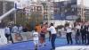 Τσίπρας έπαιξε μπάσκετ στη ΔΕΘ - Οι βολές του Πρωθυπουργού και ο διάλογος με τα παιδιά