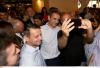 Η Σαλονικιώτικη βόλτα του Μητσοτάκη! Οι selfies, τα χαμόγελα και… το καρφί για τον Τσίπρα