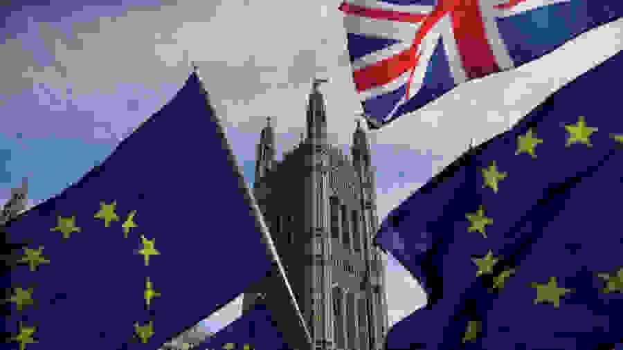 Άσχημα νέα για τους Έλληνες και Κύπριους φοιτητές που σπουδάζουν στη Βρετανία